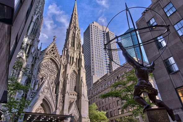 800px-NYC_-_St_Patrick_Cathedral_-_Facade_and_Atlas